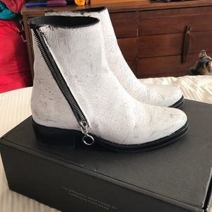 6e2f3b5935b8 White distressed leather Frye boots